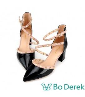 Bo Derek 漆皮鉚釘繞踝側空高跟鞋-黑色